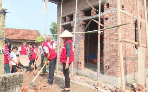 Xây nhà cho học sinh nghèo trong chương trình tiếp sức đến trường