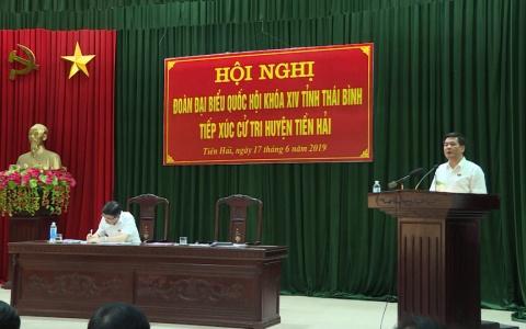Đồng chí Nguyễn Hồng Diên, Ủy viên Trung ương Đảng, Bí thư Tỉnh ủy, Chủ tịch HĐND tỉnh tiếp xúc cử tri tại huyện Tiền Hải và Kiến Xương