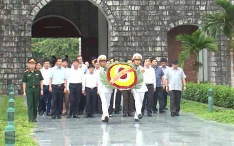 Lãnh đạo tỉnh Thái Bình thắp hương tri ân các anh hùng liệt sỹ tại Điện Biên