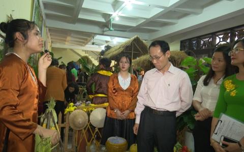 """Ngày hội """"Giao lưu âm nhạc dân gian và Hội chợ quê"""" ở Trường THCS Trần Phú, Thành phố Thái Bình"""
