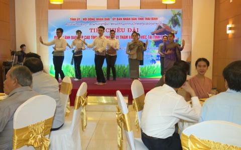 Giao lưu văn nghệ Việt - Lào
