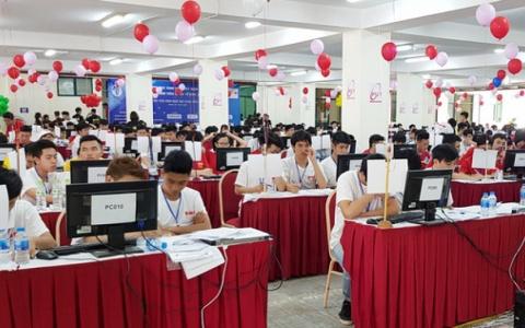 Căng thẳng cuộc đua tranh top lập trình sinh viên quốc tế ICPC khu vực châu Á - Hà Nội