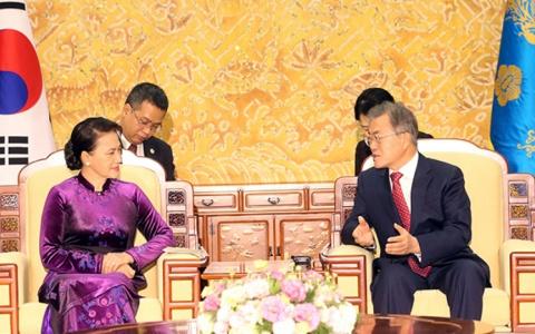 Chủ tịch Quốc hội Nguyễn Thị Kim Ngân hội kiến Tổng thống Hàn Quốc
