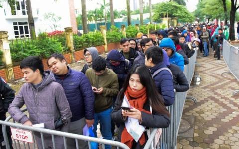 Người hâm mộ co ro chờ nhận vé trận chung kết lượt về AFF Cup 2018