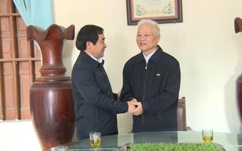 Đồng chí Trưởng ban Dân vận Tỉnh ủy tặng quà Noel xã Nam Trung (Tiền Hải )