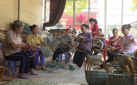 Phát triển nghề mây tre đan tạo việc làm cho lao động đia phương