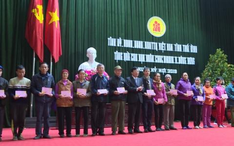 Trao quà tết cho các nạn nhân da cam trên địa bàn huyện Đông Hưng và Hưng Hà
