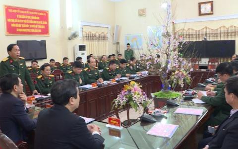 Lãnh đạo tỉnh thăm và tặng quà cán bộ chiến sỹ Bộ chỉ huy quân sự tỉnh