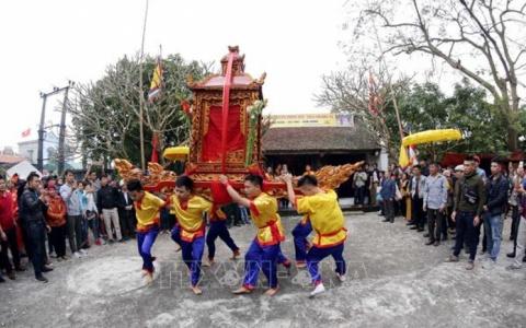 Kiệu quay dưới nước hàng giờ đồng hồ trong lễ hội ở Thái Bình
