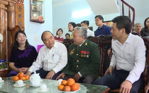 Thủ tướng Chính phủ thăm, tặng quà gia đình chính sách, người có công với cách mạng