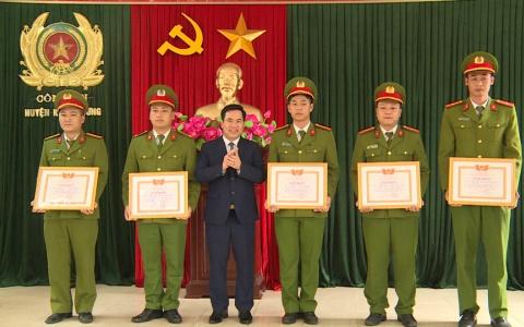 Kiến Xương: Khen thưởng cho chiến sỹ công an bắt đối tượng cướp giật tài sản trên địa bàn huyện