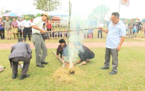 Thi kéo lửa nấu cơm cần tại Lễ hội đền Trần