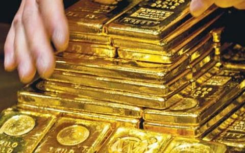 Giá vàng giảm mạnh trước áp lực chốt lời của nhà đầu tư