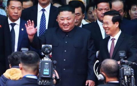Dàn vệ sĩ chạy bộ bảo vệ ông Kim Jong-un tại Việt Nam