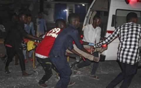 Hiện trường vụ đánh bom xe ở Somalia khiến 11 người thiệt mạng