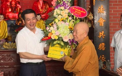 Các đồng chí lãnh đạo tỉnh Thái Bình chúc mừng Lễ Phật đản