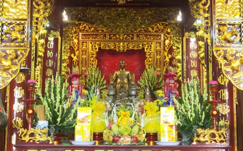 Người dân Thái bình dâng hương tại Đền thờ Bác Hồ