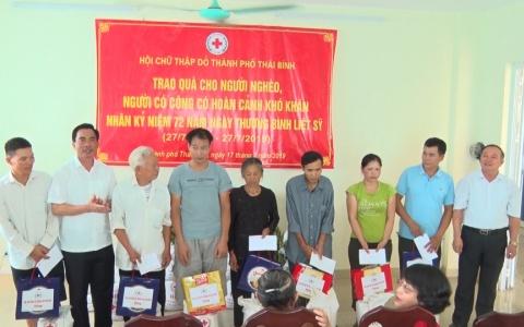 Trao gạo cho người nghèo, người có công thành phố Thái Bình