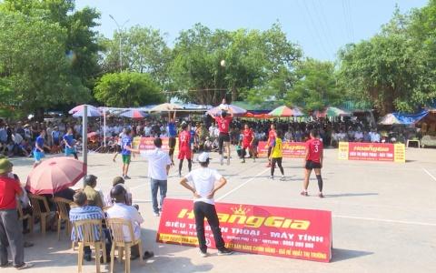 Sôi nổi giải bóng chuyền Lễ hội đền Đồng Bằng