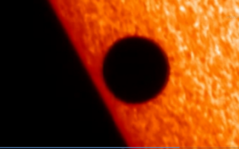Sao Thuỷ đi ngang qua hệ mặt trời