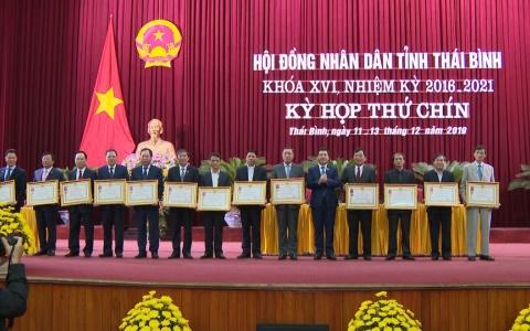 Trao thưởng vinh dự Nhà nước cho các tập thể  và cá nhân
