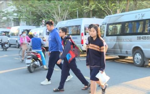 Học sinh TP.HCM được tập huấn khi đi xe đưa đón