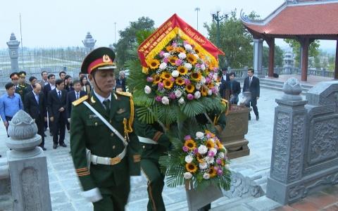 Dâng hương tưởng niệm chủ tịch Hồ Chí Minh, đồng chí Nguyễn Đức Cảnh và các liệt sĩ