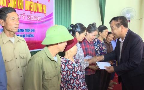 Hội doanh nghiệp Quỳnh Phụ tặng quà Tết