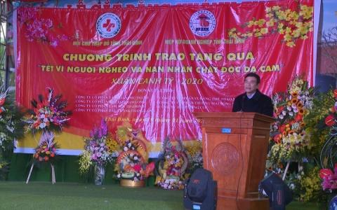 Trao quà tết cho người nghèo, nạn nhân chất độc da cam huyện Đông Hưng
