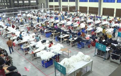 Phó bí thư thường trực Tỉnh ủy Ngô Đông Hải kiếm tra tình hình sản xuất kinh doanh của nhà máy DragonTextiles 1