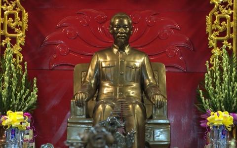 Đoàn đại biểu tỉnh Điện Biên dâng hương Bác Hồ