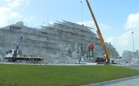Kiểm tra tiến độ thi công công trình tượng đài Bác Hồ với nông dân Việt Nam