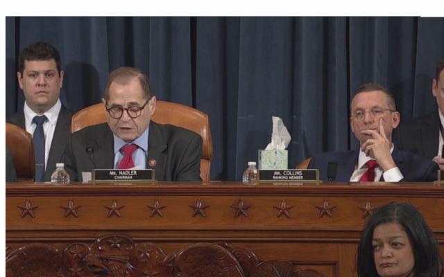 Ủy ban Tư pháp Hạ viện thông qua hai bản luận tội Tổng thống Trump