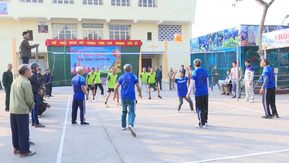 Huyện Kiến Xương khai mạc Giải bóng chuyền hơi người cao tuổi chào xuân Canh Tý
